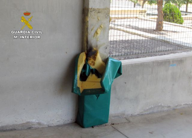 The Civil Guard clarifies several acts of vandalism committed in a school in Totana, Foto 2
