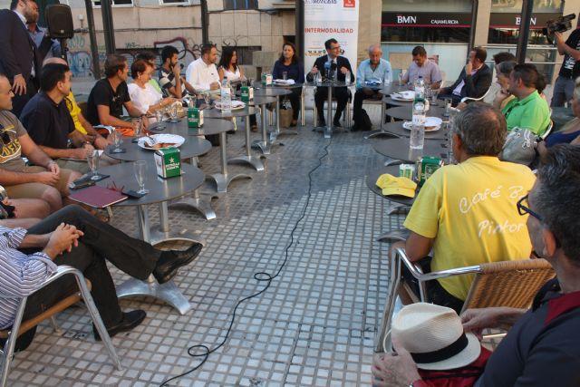 El Alcalde comparte un desayuno con vecinos para hablar sobre Murcia - 1, Foto 1
