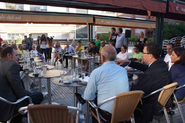 El Alcalde comparte un desayuno con vecinos para hablar sobre Murcia - 2, Foto 2