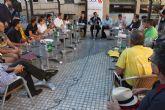 El Alcalde comparte un desayuno con vecinos para hablar sobre Murcia