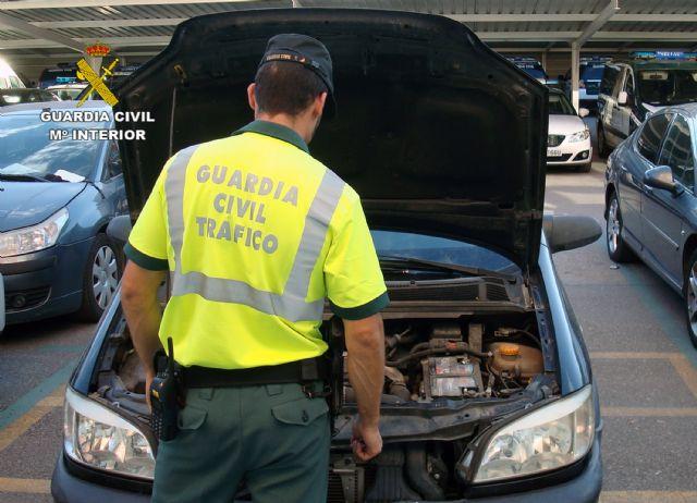 La Guardia Civil detiene a una mujer que conducía con un carnet robado - 1, Foto 1
