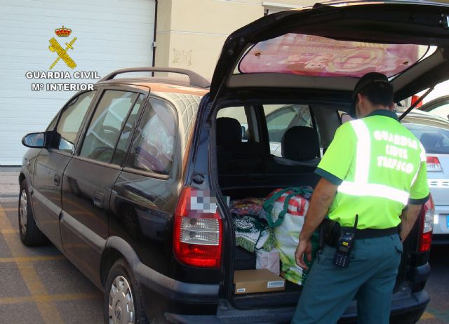 La Guardia Civil detiene a una mujer que conducía con un carnet robado - 2, Foto 2