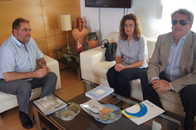 The mayor meets with regional director of the ONCE
