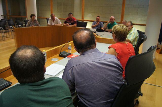 El Gobierno municipal se reúne con los artesanos de Totana con el fin de estudiar medidas de ayuda que permitan reactivar este sector profesional