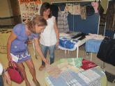 Costura y reciclaje de prendas en un taller para la integración social