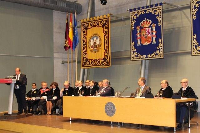 Pedro Antonio Sánchez afirma que una de las grandes lecciones de la universidad es que trabajando unidos somos más fuertes y mejores - 4, Foto 4