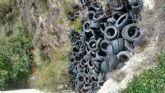 El PSOE exige al PP la eliminación del vertedero ilegal de neumáticos que existe en la Rambla del Estrecho