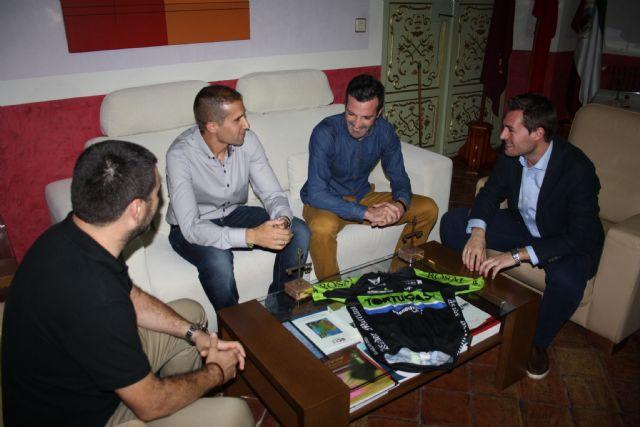 El Alcalde de Cehegín recibe, a dos deportistas cehegineros, como reconocimiento público a sus gestas deportivas - 1, Foto 1
