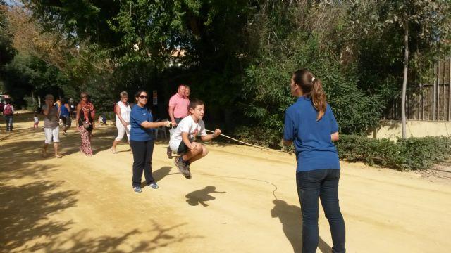 Grandes y pequeños se reúnen en las Alamedas para disfrutar de una jornada de juegos populares y tradición - 3, Foto 3