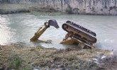 Vuelco de grúa en el cauce del Río Segura a su paso por Cieza