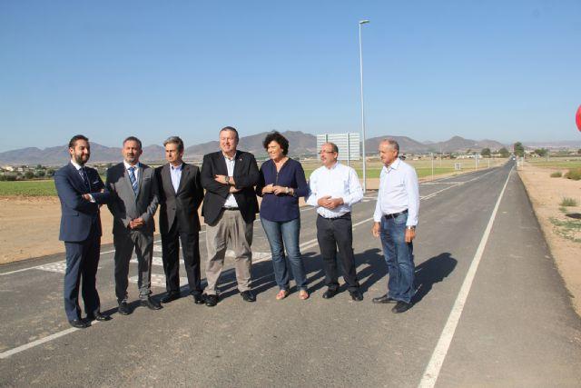 La alcaldesa de Puerto Lumbreras y el consejero de Fomento inauguran las actuaciones de mejora en la carreta RM-D19 - 1, Foto 1