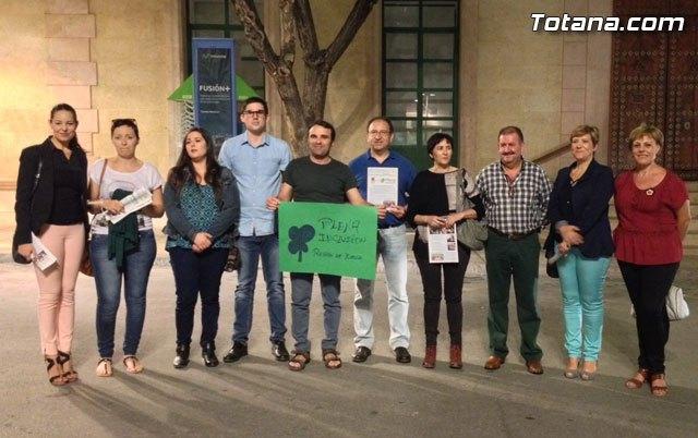 El Ayuntamiento de Totana se iluminó de verde por la #Plenainclusión de las personas con discapacidad intelectual, Foto 2