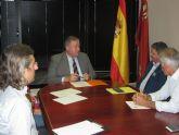 El consejero Francisco Bernabé recibe al alcalde de Los Alcázares
