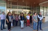 Minuto de silencio en el Ayuntamiento de San Javier por la muerte de una mujer a manos de su marido, ayer en Beniel