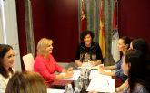 La Alcaldesa se reúne con la consejera de Familia e Igualdad de Oportunidades para desarrollar nuevos proyectos en el ámbito de las políticas sociales