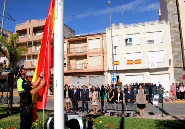 Puerto Lumbreras se suma al acto homenaje de la bandera de España con motivo del Día de la Hispanidad 2015 - 1, Foto 1