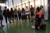 Voluntarios de Protección Civil muestran a los alumnos de bachillerato las técnicas de reanimación