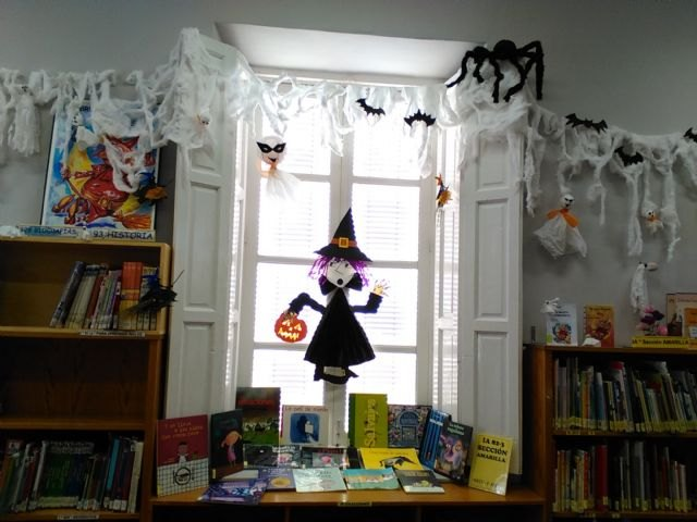 """The Municipal Library """"Matthew Smith"""" is preparing for the holiday of Halloween"""