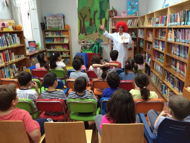 """Starts Workshop Reading Promotion """"Doctor cuentitis"""" with a group of 25 children"""