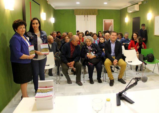 La escritora María Pérez presenta su libro Historias del pasado en el Centro Cultural Casa de los Duendes - 2, Foto 2