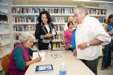 La escritora Merce Sanchiz presenta 'La Casa de los Secretos' en la biblioteca de Puerto de Mazarrón