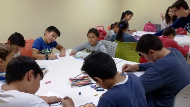 Se pone en marcha el aula de ocio y apoyo escolar en las viviendas sociales de c/ Argentina