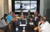 El consejero de Fomento muestra el apoyo del Gobierno regional al sector del taxi de la Región de Murcia