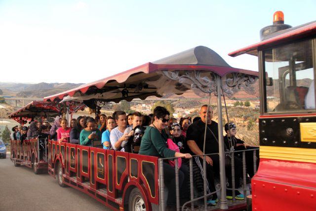 Más de 350 niños se suben al tren de la bruja y descubren la cueva encantada en Puerto Lumbreras - 3, Foto 3
