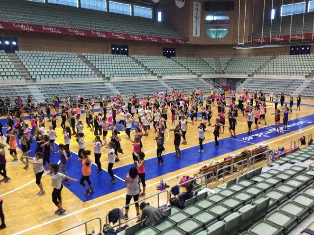 300 personas se mueven a ritmo de zumba en el Palacio de los Deportes - 1, Foto 1