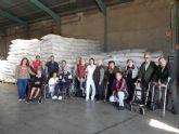 El Centro de D�a para Personas Mayores Dependientes realiza una visita a un secadero de Totana dentro de las actividades l�dicas de otoño