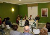 La escritora y poeta lumbrerense Carmen Martínez presenta su nuevo libro 'Leyendas versadas de Bécquer'