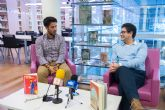 Emilio Calderón mantiene un encuentro con sus lectores en el Centro Cultural