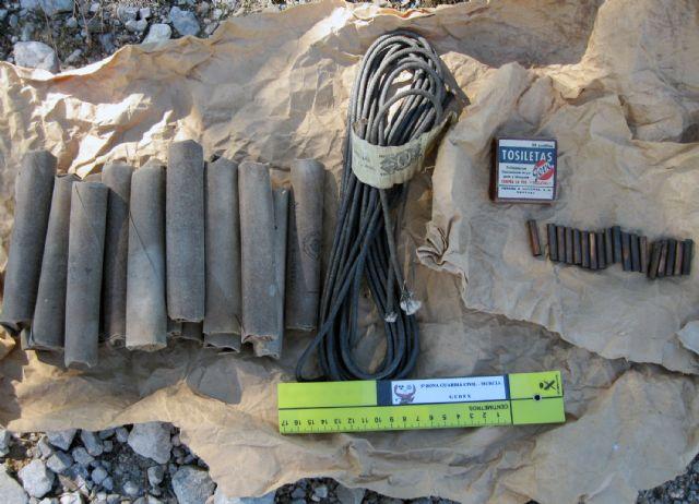 La Guardia Civil destruye material explosivo hallado en una casa de campo - 1, Foto 1