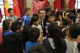 El Alcalde, guía de excepción de alumnos de primaria