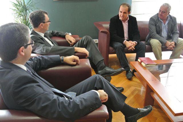El Alcalde brinda el apoyo del Ayuntamiento a los nuevos gestores de la Federación de Peñas - 1, Foto 1