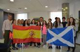 Un grupo de estudiantes escoceses de intercambio en San Javier inauguran el libro de condolencias abierto hoy en el Ayuntamiento, por los atentados de París