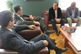 El Alcalde brinda el apoyo del Ayuntamiento a los nuevos gestores de la Federación de Peñas