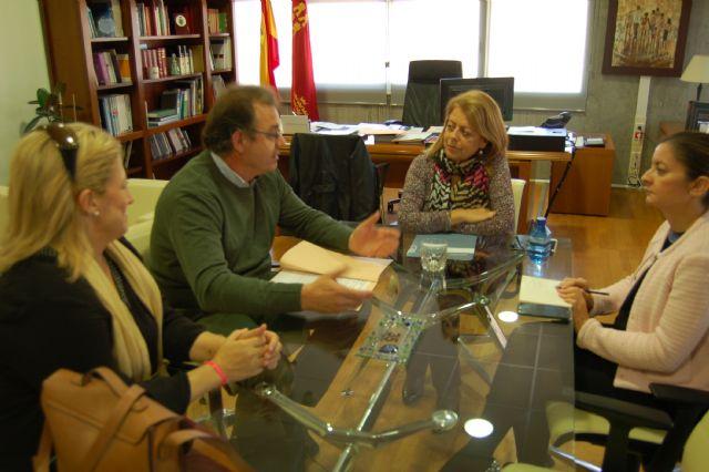 Reunión de la consejera de Educación con el alcalde de Ricote - 1, Foto 1