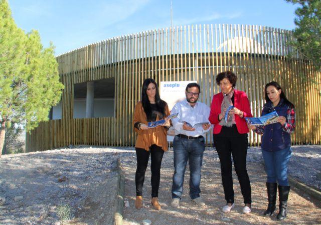 El Ayuntamiento y la Confederación de Empresarios de Puerto Lumbreras presentan la nueva guía turística y de servicios del municipio - 1, Foto 1