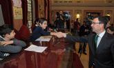 160 alumnos de primaria celebran un Pleno sobre la protección contra la violencia en el entorno familiar