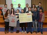 Los estudiantes de Informática recaudan dinero para Cáritas con venta de camisetas solidarias