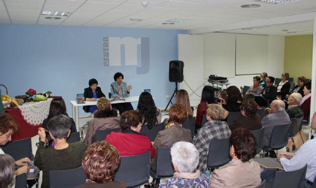 La escritora María Pérez presenta su nuevo libro 'Cocinando entre amigas' - 1, Foto 1