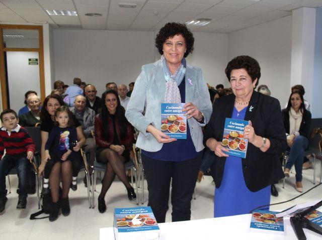 La escritora María Pérez presenta su nuevo libro 'Cocinando entre amigas' - 2, Foto 2