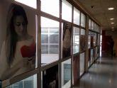 La biblioteca acogió el inicio de la semana dedicada al 25N con  una coreografía, una exposición fotográfica y una charla dirigida a adolescentes