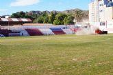 La Concejalía de Deportes inicia hoy los trabajos de resiembra del césped natural en el estadio municipal de fútbol 'Juan Cayuela'