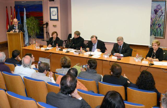 La Universidad de Murcia homenajea al profesor de Lingüística Ricardo Escavy con la edición de un libro - 1, Foto 1