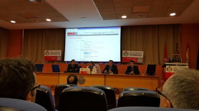 Guillén expone en la Universidad de Murcia la transformación de la ciudad en SmartCity - 2, Foto 2