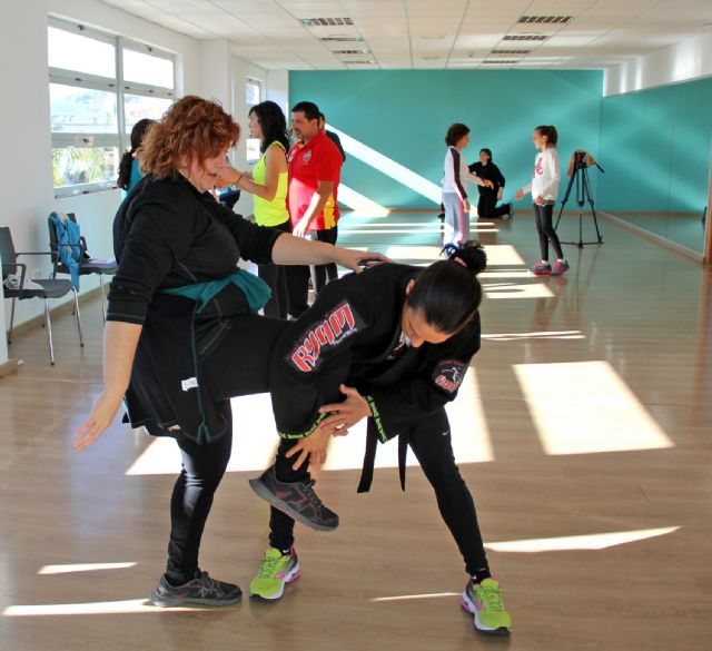 Curso de defensa personal a cargo de la primera boxeadora profesional de la Región de Murcia Mª Carmen Romero - 1, Foto 1