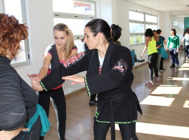Curso de defensa personal a cargo de la primera boxeadora profesional de la Región de Murcia Mª Carmen Romero - 2, Foto 2