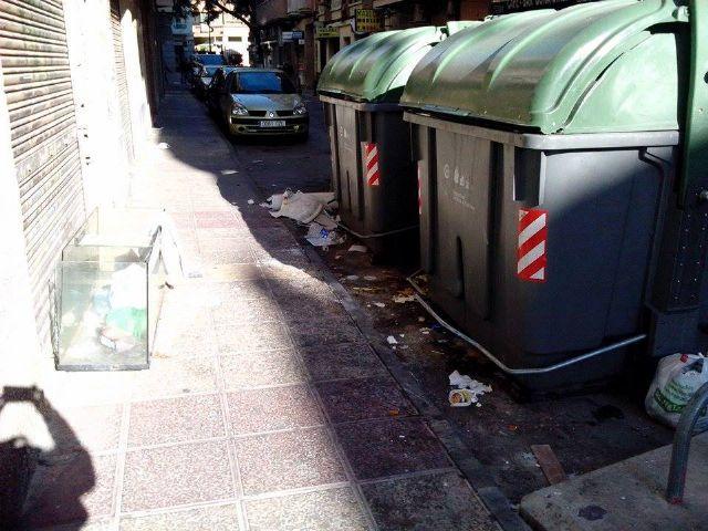 El PSOE denuncia que hay calles de El Carmen por las que no pasa el servicio de limpieza desde hace días - 3, Foto 3